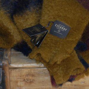 Manta Ezcaray de Mohair cuadros marrón, lila y granate