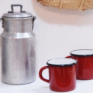 taza de acero esmaltado color rojo