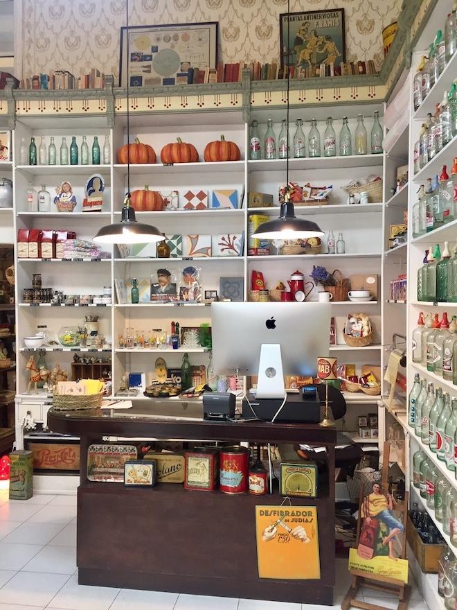 Una tienda modernista con productos del pasado